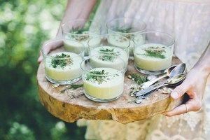 Sopa fria de abacate, leite de coco e dill   #sopa #abacate