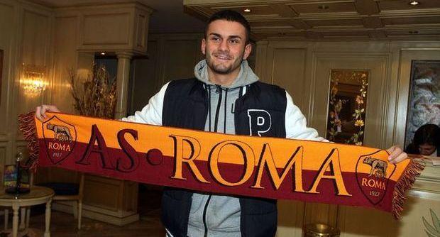 To już pewne. Tomas Vestenicky przechodzi z AS Roma do Cracovii. 20-letni Słowak zostanie wypożyczony do końca sezonu z opcją transferu definitywnego. O tym, że Cracovia chce pozyskać Vestenickiego napisaliśmy jako pierwsi. Słowak od 2014 roku jest zawodnikiem Romy, ale w pierwszej drużynie nie zadebiutował. Jesienią zeszłego roku był wypożyczony do drugoligowej Modeny. Pobyt tam