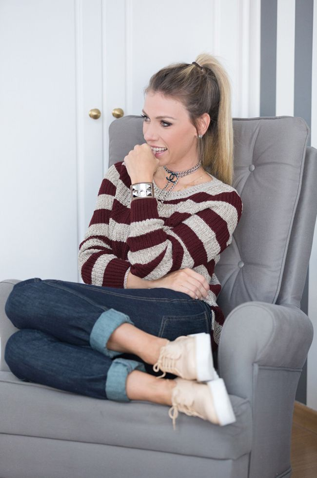 Nati Vozza do Blog de Moda Glam4You veste look casual com tricot listrado e calça boyfriend.