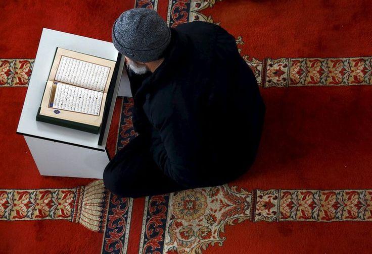 Tarikh lihat anak bulan Ramadan pada 26 Mei ini   Tarikh lihat anak bulan Ramadan bagi menetapkan permulaan puasa untuk umat Islam di Malaysia ialah Jumaat ini bersamaan 29 Syaaban 1438 Hijrah.  Tarikh lihat anak bulan  Menurut kenyataan Pejabat Penyimpan Mohor Besar Raja-Raja hari ini Majlis Raja-Raja telah mempersetujui bahawa cara menetapkan tarikh permulaan puasa adalah berdasarkan rukyah dan hisab.  Penyimpan Mohor Besar Raja-Raja akan mengisytiharkan pada malam itu juga tarikh…