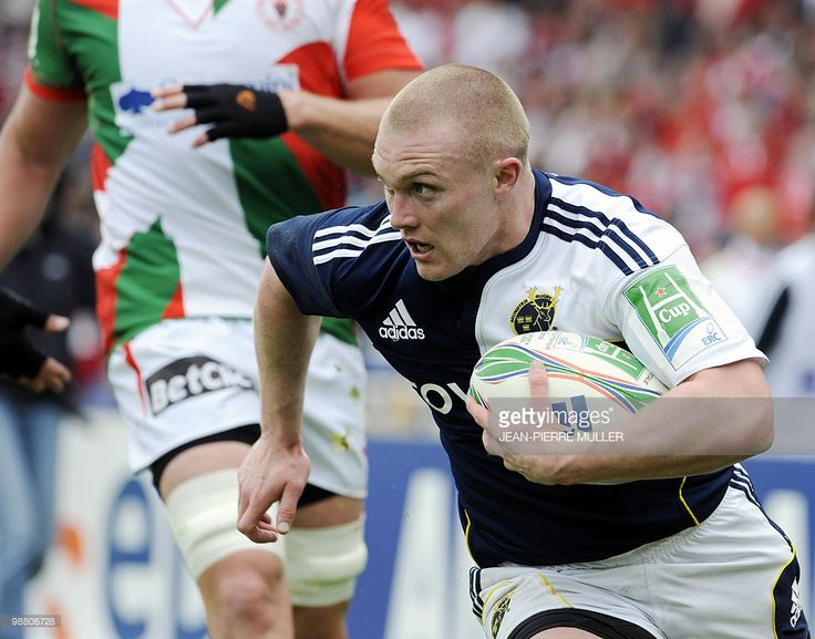 Munster's center Keith Earls runs with the ball before scoring a try during the European cup rugby union semi-final match Biarritz vs. Munster on May 2, 2010 at the Anoeta Stadium in San Sebastian (northern Spain).