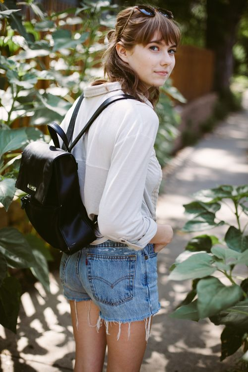 Cutoffs, breezy top, and a backpack // easiest summer look