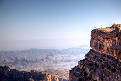 Jebel Shams is the highest peak in the Arabian Peninsula, rising to an altitude of 3,004 metres above sea level, and has a number of versants and summits. Every time a tourist reaches a versant, he'll find that it leads him to another, until he reaches the mountain peak.