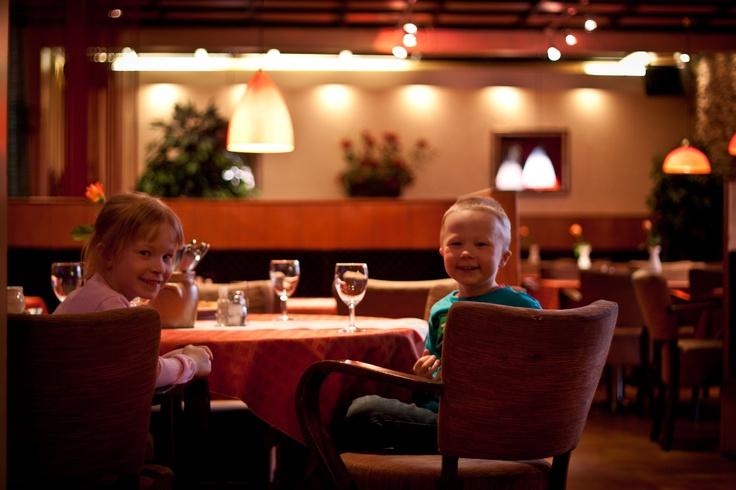 BW Hotel Samantta - Restaurant - kids eating