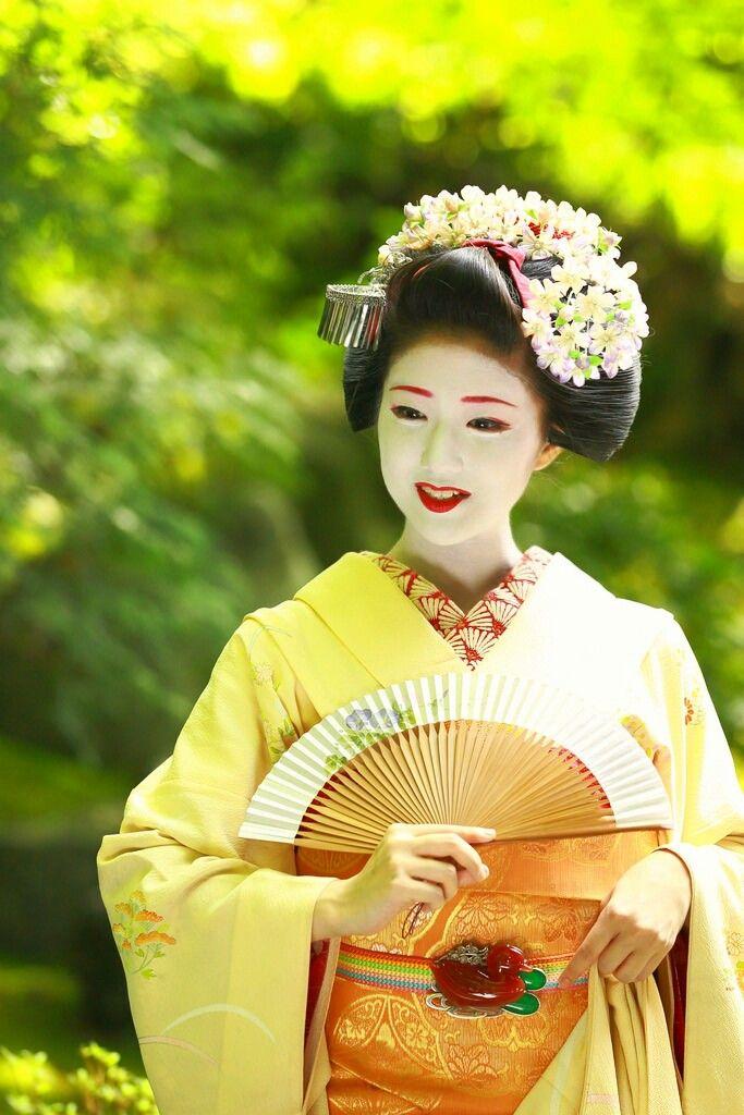 Maiko. Katsuna. #japan #kyoto #geisha #kimono #japanese culture