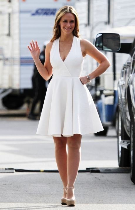 Jennifer Love Hewitt, LWD, nude patent pumps ☑️
