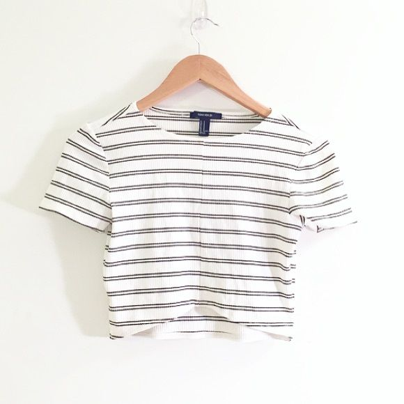 HP ! Forever 21 Crop Top Cute one ! I only wore it once , very good condition No trade Forever 21 Tops Crop Tops