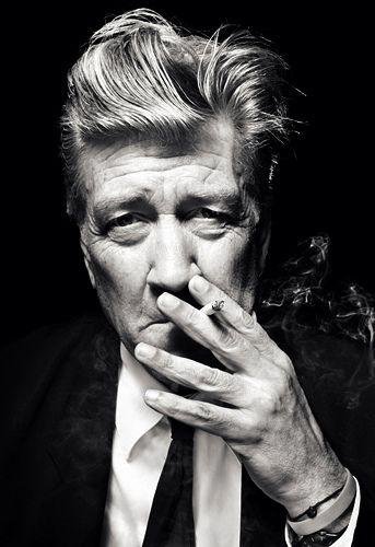gente que crea/describe/inventa/fascina/embruja y entretiene gente. David Lynch.