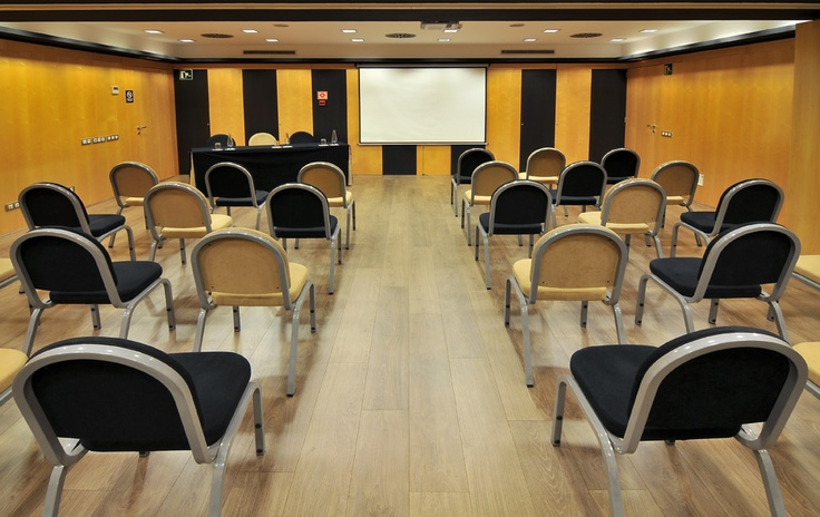 Conference rooms | Hotel Jazz has two independent, adjoining conference rooms, each equipped with the most advanced TV, PA system, and audiovisual equipment. They also feature climate control, fax, ASDL and WiFi access, and LCD projectors.