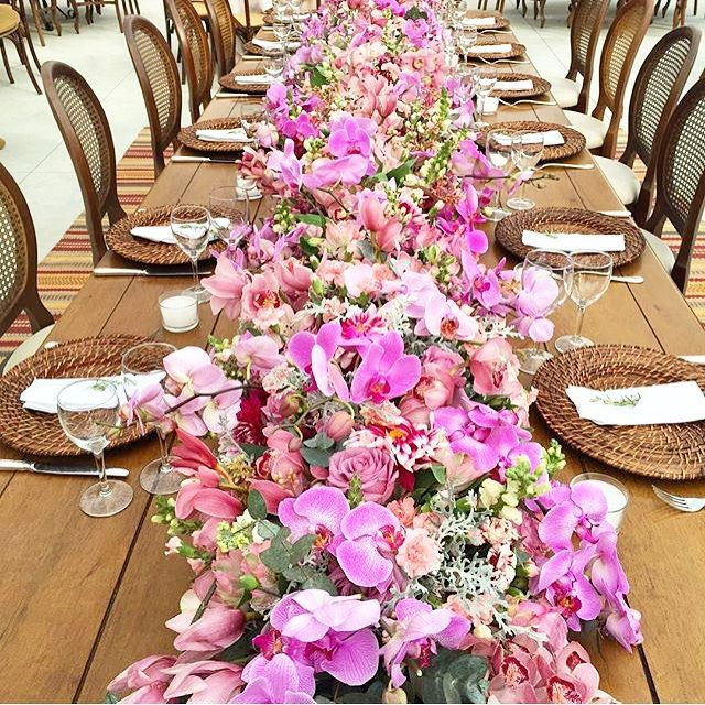 Mesa pronta, estilo fazenda, by @fabioborgatto1  #wedding #weddingtips #weddingdecor #decor #decoracao #soparanoivas #dicasdenoiva #sposa #sayido #voucasar #decoracaodecasamento #casamento #casamentonocampo #casamentonapraia #casandonointerior #bride #bridal #bridetobe #noivado #noivas #noivinhas