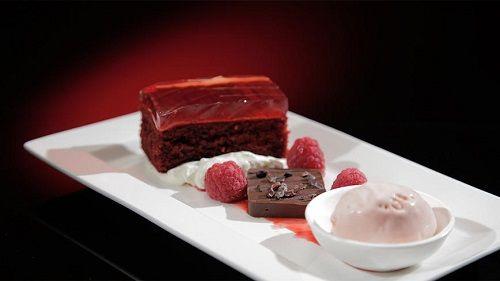 Торт «Красный бархат» с шоколадом и малиной