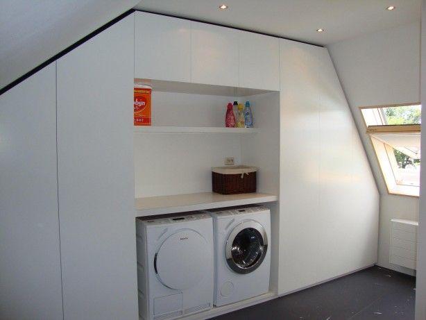Zolder wasruimte: mooie afwerking voor die ruimte. Wel handig om toegang te houden tot aansluitingen.