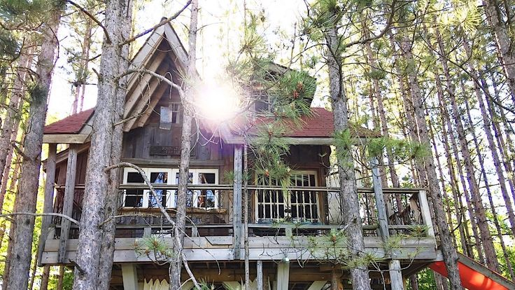 7 Grown-Up Tree Houses You Can Spend The Night In /  Blog Post: http://www.escapetorontonow.com/roundups/2017/6/15/7-heavenly-treehouses-you-have-to-see