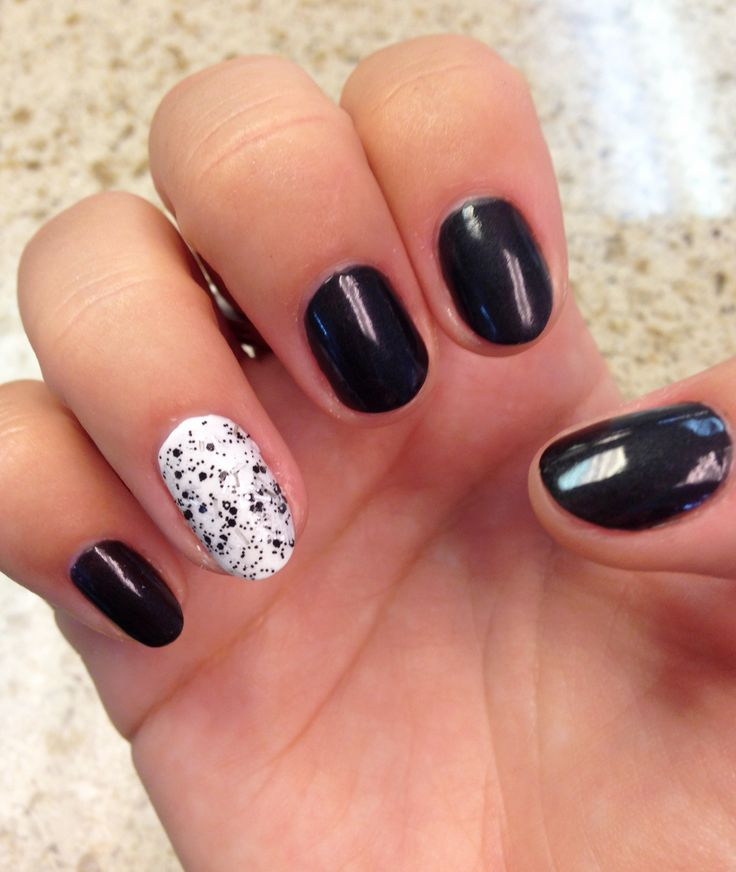Black on White #nails