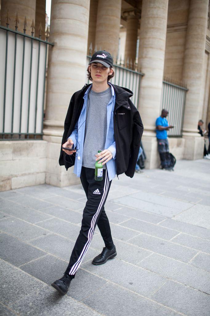 【海外スナップ】華の都パリもストリート旋風! 2017年春夏パリ・メンズ・ファッション・ウイーク ストリート・スナップ 42 / 208                                                                                                                                                      もっと見る