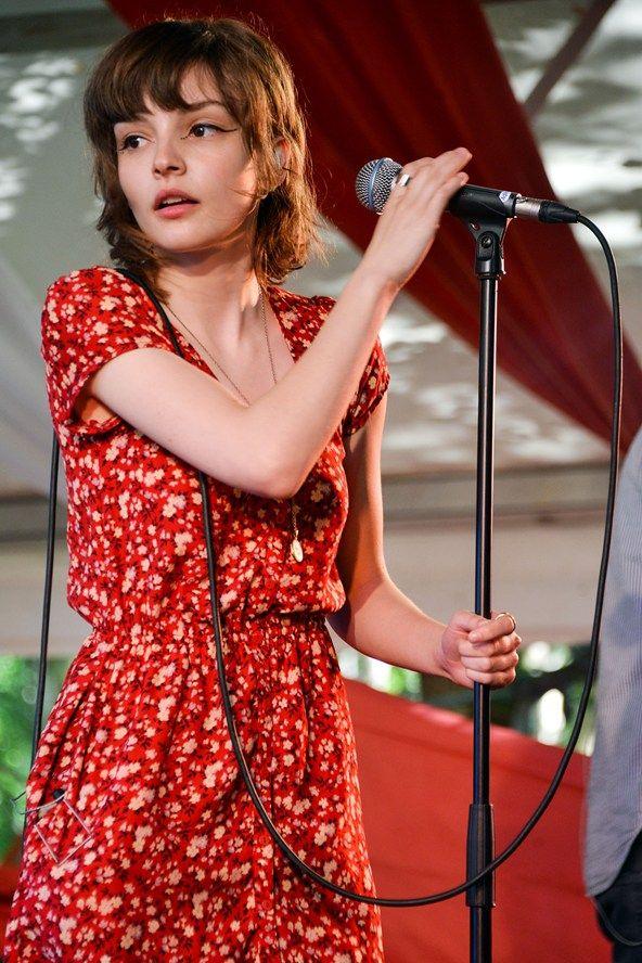 Lauren Mayberry Celebs At Festivals Fashion Music 2013 – Glastonbury Pics (Glamour.com UK)
