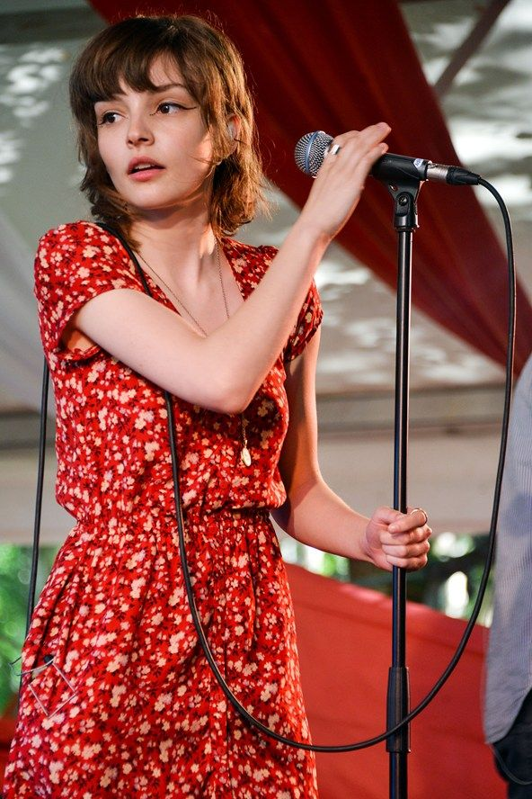 Lauren Mayberry Celebs At Festivals Fashion Music 2013 – Glastonbury Pics (Glamour.com UK)