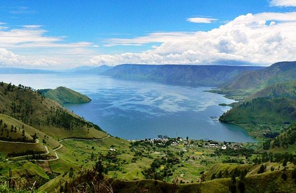 Sumatra, Lago Toba - Carmen G.Junyent - Revista de viajes con artículos de viajeros y blogs , fotogalerias de lugares de viajes exoticos y culturales ,galerias de arte, reportajes y relatos online del mundo y videos.