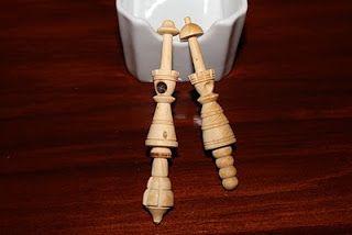 Bolillos artesanales de Gaudi. Representan a la Virgen del Pilar ( el de la dcha ) y a la Virgen de Monstserrat ( el de la izda )