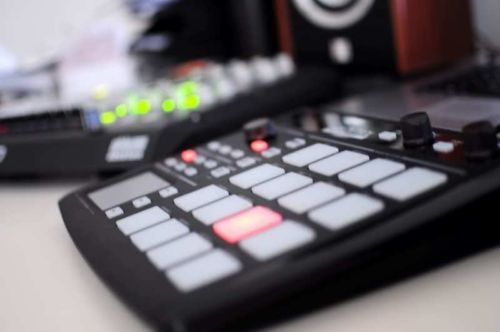 Korg-PadKontrol-Black-Dynamic-MIDI-Studio-Controller-Drum-Pad