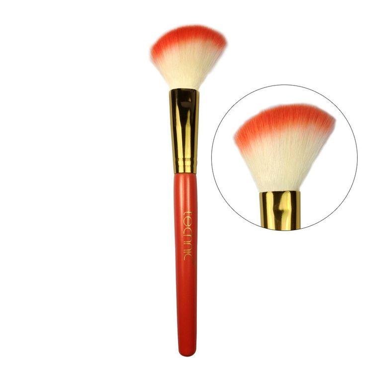 Το Slanted Blusher Brush 17.5 cmαπό την Technic είναι ένα λοξό, duo-fiber πινέλο για την εφαρμογή του ρουζ. Εφαρμόζει τέλεια στα ζυγωματικά και στις γωνίες του προσώπου.