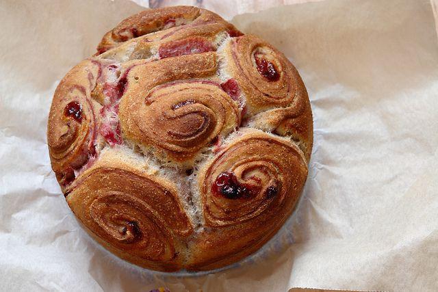 torta di rose sfogliata ai frutti di bosco