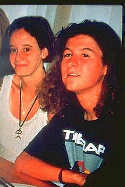 An Marchal en Eefje Lambrecks, die 20 jaar geleden door Dutroux werden vermoord na hun ontvoering.