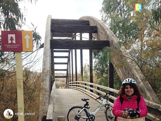 Tenemos a las #taosviajeras haciendo el camino de la Cruz de Caravaca en Murcia para que siempre puedas llegar más allá de tus propios límites  #caravaca #cicloturismo #murcia #ebike #ecotourism #eco #turismosostenible #bike #bicicletas #bicicletaelectrica