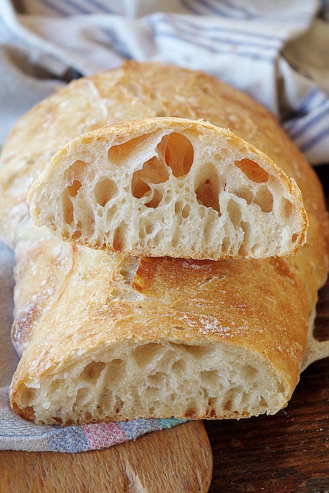 Сегодня у нас беспрецедентное событие — рецепт бессовестно белого хлеба - итальянской чабатты! Но в качестве примера работы с влажным тестом и замеса его в тестомесе Анкарсрум, он идеален. Кроме того, признайтесь, несмотря на пылкую любовь к цельнозерновому полезному хлебу, мимо чабатты (именно такое произношение считается правильным, я не ошиблась) все равно трудно пройти, это не хлеб, а магия!