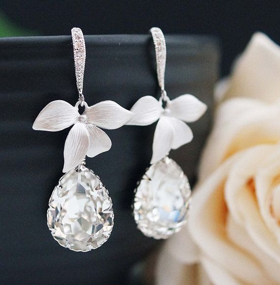 Wedding Jewelry Bridal Earrings Bridesmaid Earrings Bridal Jewelry Bridesmaid Gift leaf charm with Clear Swarovski Tear drop earrings