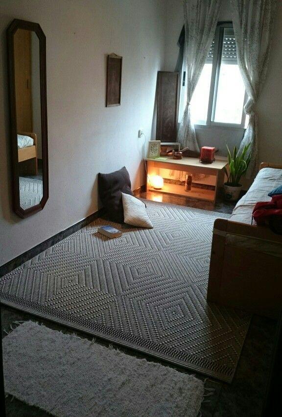 die besten 25 meditationsecke ideen auf pinterest yoga zimmer yoga raum zu hause und yoga dekor. Black Bedroom Furniture Sets. Home Design Ideas