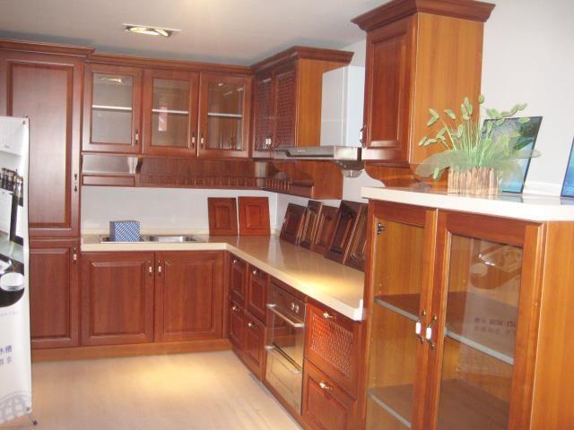 Muebles de Cocina a medida realizados por  DecorMad, carpinteria en madera.
