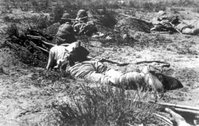 British troops take cover behind hasilty dug positions on the bank of the Modder River on Nov. 28th, 1899, as they advance on Kimberly to relieve the siege. As with many of the actions, the British took great numbers of casualties assaulting the Boer positions, but won out in the end. And while the numerically superior Anglo forces could absorb such losses easily, even minor casualties were cause for concern for the Boers, not only because of the lack of replacements, but also the attitude…