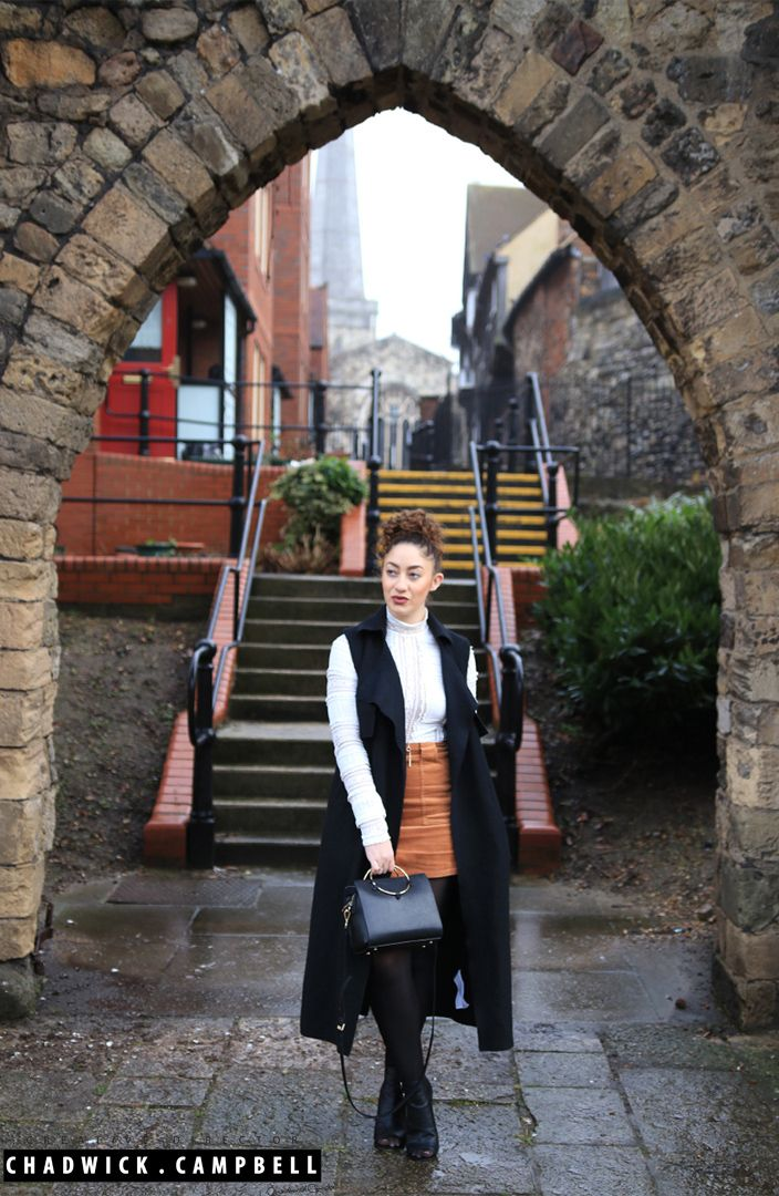 Laura's Lookbook  Sleeveless Duster Jacket - Zara Lace Body - Next Corduroy Skirt - Urban Outfitters Makeup - Mac & Bobbi Brown  Beauty, Fashion, Instagram, Youtube, Vlogger, Blogger, Stylist, Design, Designer, Palm Trees