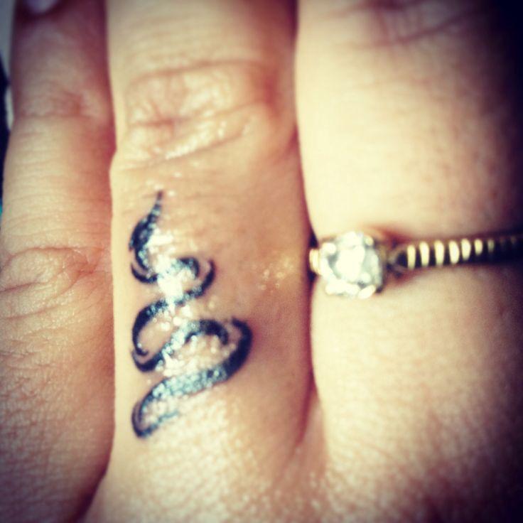 A snake for the heart. Left ring finger, it is!