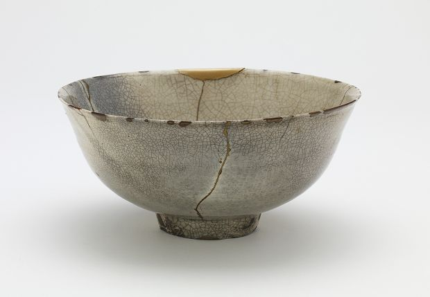 Joseon period, end of 16th century-beginning of 17th century Korea, Gyeongsangnam-do province, Jinju, Sacheon, or Sancheong vicinity Stoneware (unvitrified porcelain) with transparent glaze; gold lacquer repairs