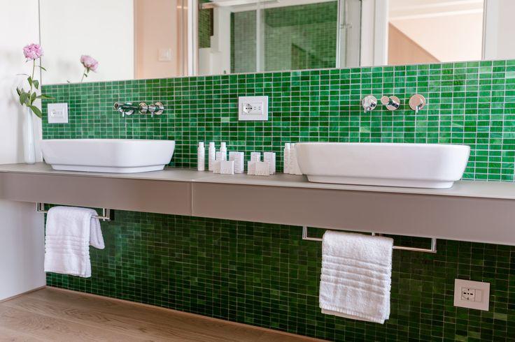 Venissa Wine Resort, referenza Vimar a Venezia. Bagno con la serie civile Eikon Evo bianca. Applicazione hotel - referenza http://www.vimar.com/it/it/venissa-wine-resort-venezia-12532172.html