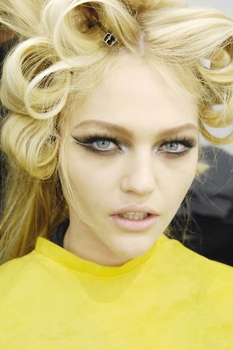Sasha PivovarovaSashapivovarova, Makeup Trends, Eye Makeup, Cat Eye, Dramatic Eye, Beautiful, Pin Curls, Sasha Pivovarova, Runway Makeup