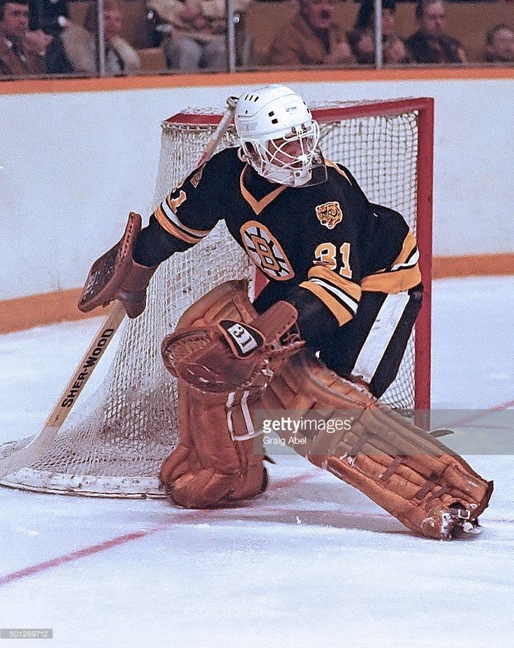 marco-baron-of-the-boston-bruins-controls-a-rebound-against-the-at-picture-id501269712 (813×1024)
