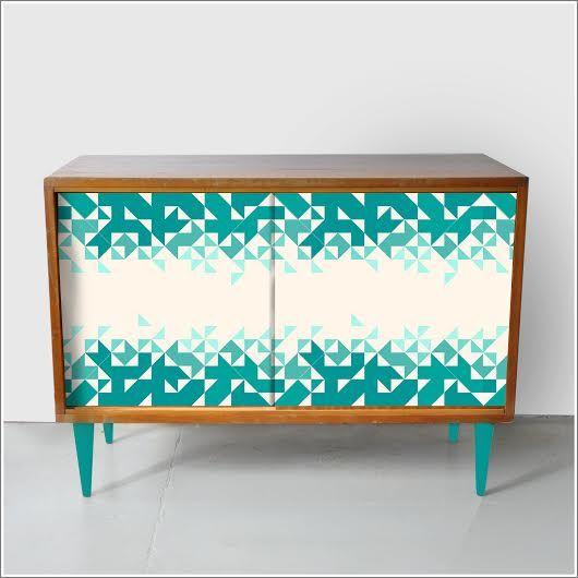 Szafka z lat 70′ z ręcznie malowanym frontem http://dwiebaby.pl/szafka-okolicznosc-ii-wersja-drewniana/