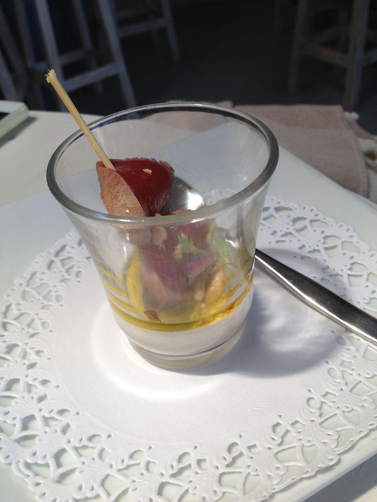 Tataki con Ajoblanco de Piñones