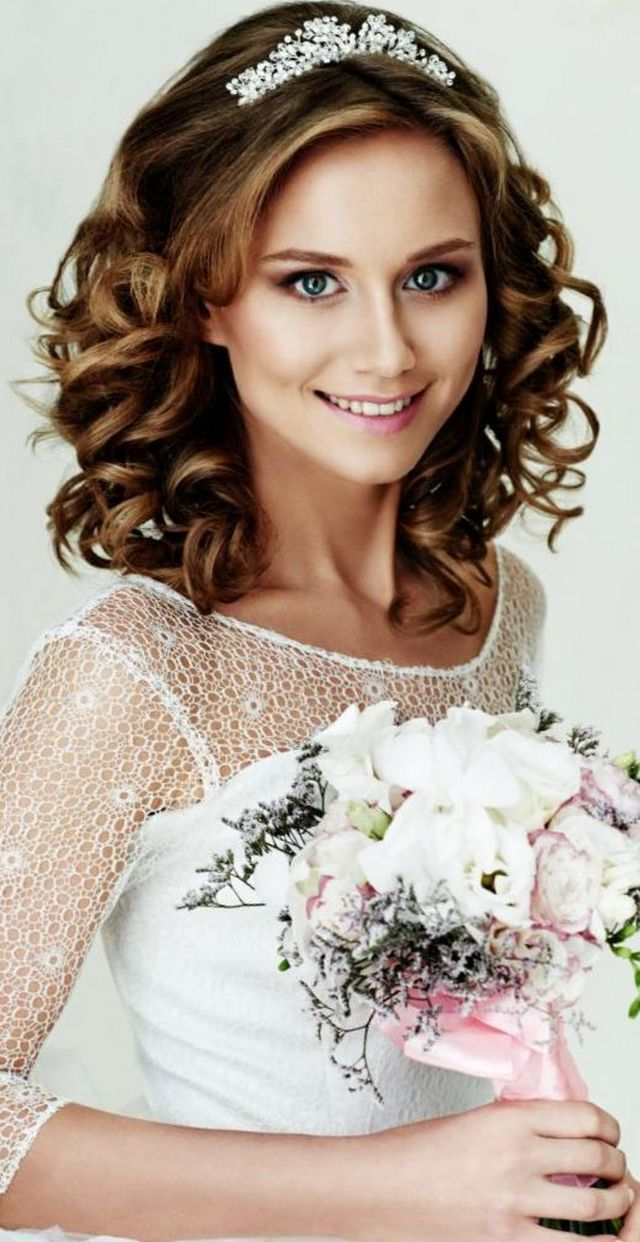 Bridal tiaras and veils - Wedding Hairstyles With Tiara Bridal Tiaras Hairstyle Updo Half Up Short Hair