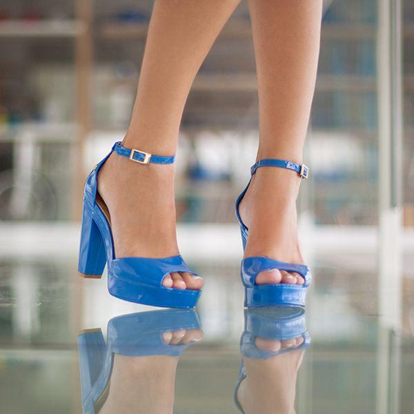 Você encontra esse modelo aqui na Castello!  www.shopcastello.com.br  Uma sandália que é assim: top, diva, marcante e indispensável! www.petitejolie.com.br