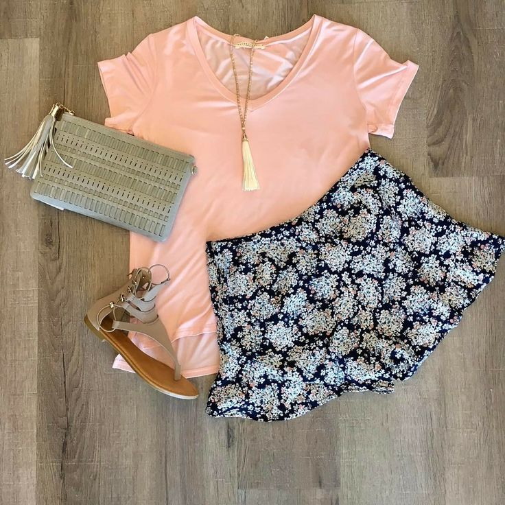 ~~~How cute are these floral shorts with ruffle hem?!  Paired with a pink top and tassel necklace.  Love the shoes and clutch too!  Ask you stylist for pieces just like these in your next fix! Stitch fix spring. Stitch fix summer. Stitch fix shoes. #affiliatelink