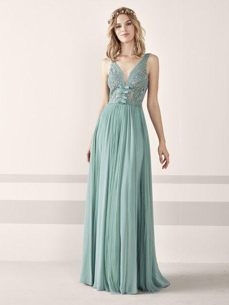 a3d401f9 Los 79 vestidos de fiesta de Pronovias colección 2019 con los que  deslumbrar como invitada | pronovias | Vestidos de fiesta, Vestidos y  Vestido corto 2019
