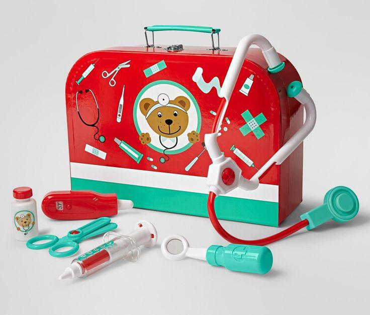 279 Kč S bohatým příslušenstvím. Sada obsahuje stetoskop, teploměr, injekční stříkačku, nůžky, krabičku na léky a zubní zrcátko. Z plastu.   Barva:  červená, bílá, tyrkysová