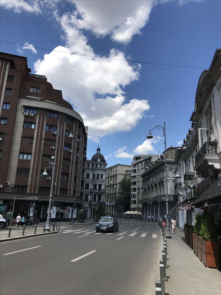 București  #summer #bucharest #visitromania #loveromania #bucuresti #bucurestiuloptimist #bucurestiulmeu #umbrellas #haiafaralafrumos #adayout #justjoy #joyfullday #haisaneplimbam #umbrele #vara #soare #frumos #insabeauty #instalife #instaday #hailasoare #city #adayinthecity #lovebucuresti #romaniafrumoasa