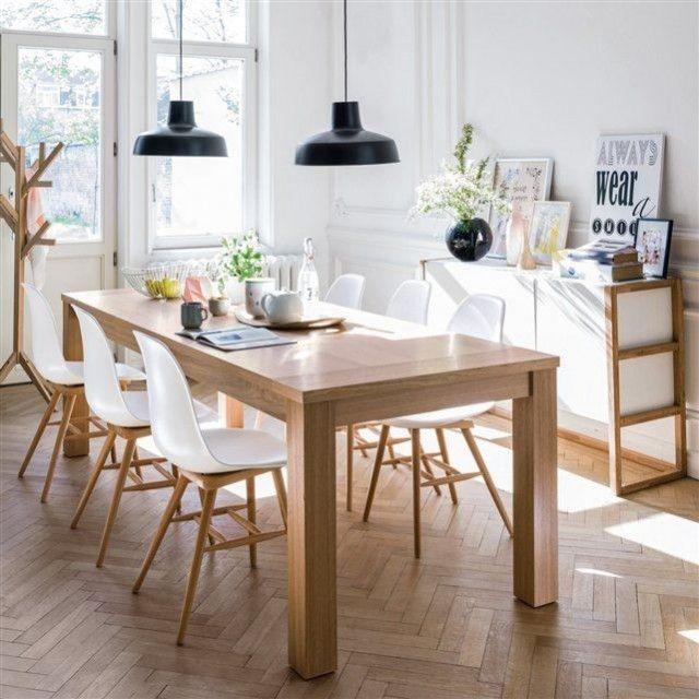 des chaises pour mettre en valeur la salle à manger