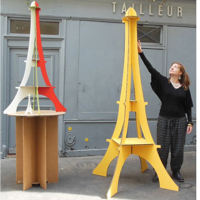 Tour Eiffel G�ante et XXL en carton avec Anne Parisot Giant and XXL Cardboard Eiffel Towers