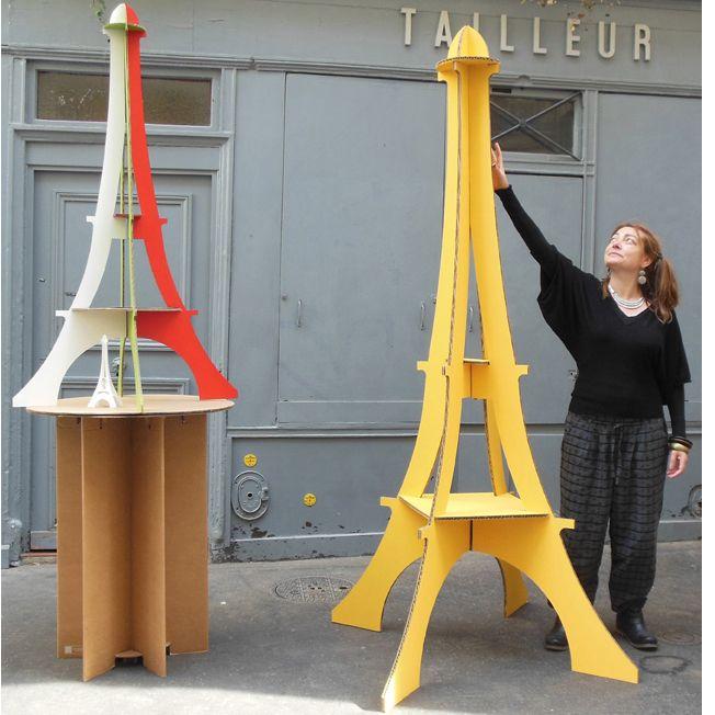 Tour Eiffel G�ante et XXL en carton avec Anne Parisot Giant and XXL Cardboard Eiffel Towers